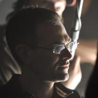 F42571_director